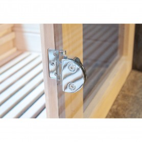 Sauna door with magnetic lock